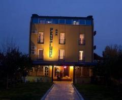 Hotel Raffael  Cazare Otopeni-Ilfov